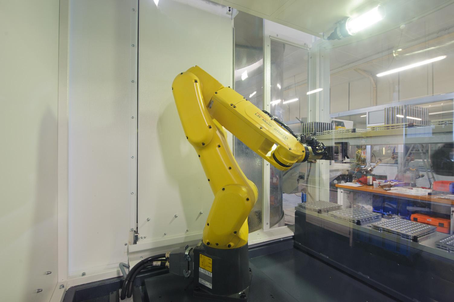 Robot de chargement pour l'affûtage et la production des outils de précision chez Socap dans l'Yonne
